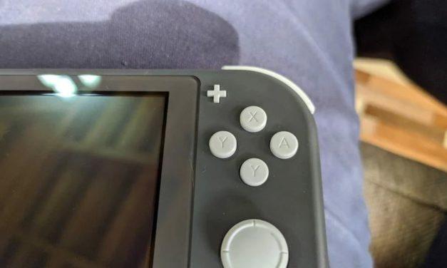 """Un Nintendo Switch Lite con due tasti """"Y"""" fa scatenare l'ironia del web"""